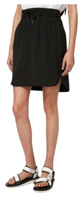 Item - Black On The Fly Woven Skirt Size 2 (XS, 26)
