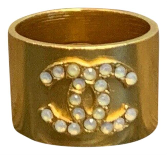 Item - Gold 01a Thick Logo Cc Faux Pearl Ring