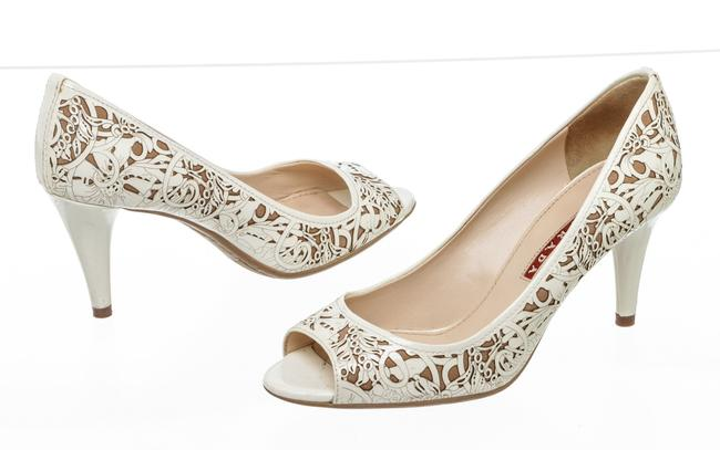 Item - Cream Rc 500479 Laser Cut Floral Pumps Size EU 36.5 (Approx. US 6.5) Regular (M, B)