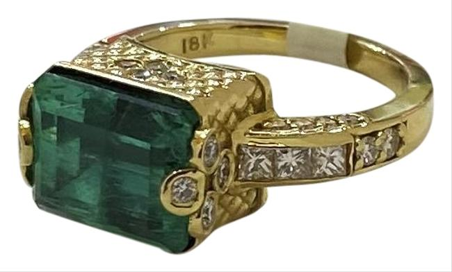 Item - Green 18k Yellow Gold with Emerald and Diamonds Ring
