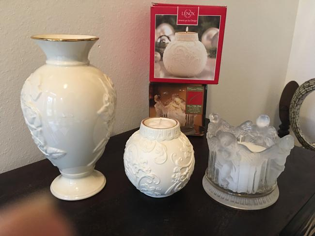 LENOX Beige Holly Scroll Candle and Rose Vase. Plus Free Candle. Decoration LENOX Beige Holly Scroll Candle and Rose Vase. Plus Free Candle. Decoration Image 1