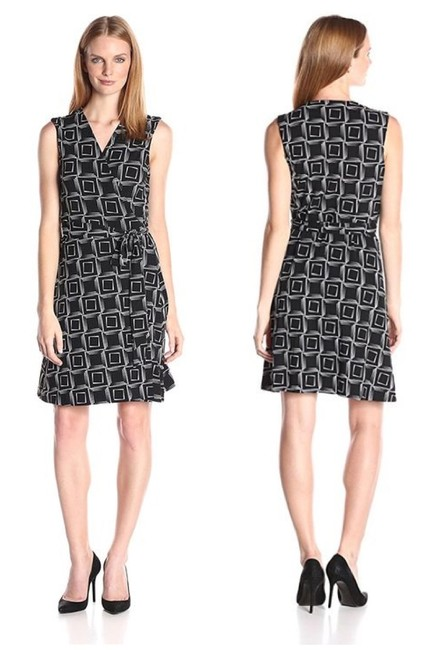 Item - Black & White Echo Boxes Mid-length Work/Office Dress Size 12 (L)
