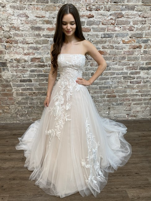 Item - Off White/Lt Pink Tulle and Lace Lynx Feminine Wedding Dress Size 10 (M)