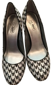 Oh Deer! Trendy Black/White Houndstooth Sequin Pumps