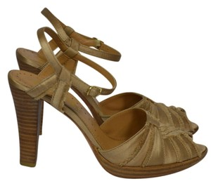 Richard Tyler CAMEL SATIN Pumps