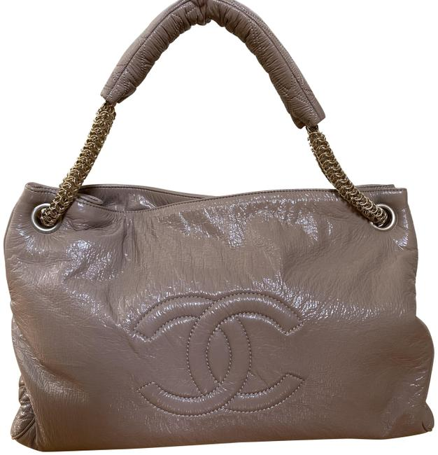 Item - Rodeo Drive Beige Patent Leather Tote