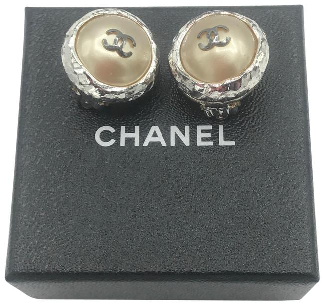 Item - Silver Tone Cc Logo Beige Timeless Clip On Coco Pearl Round Earrings