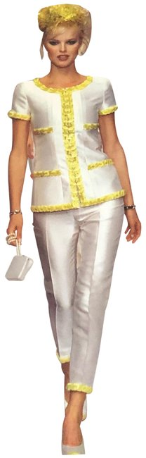 Item - Off White Silk with 3d Embroidery Pant Suit Size 6 (S)