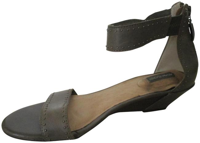 Item - Gray Taupe Elasticized Ankle Strap Open Toe Flats Sandals Size US 9 Regular (M, B)