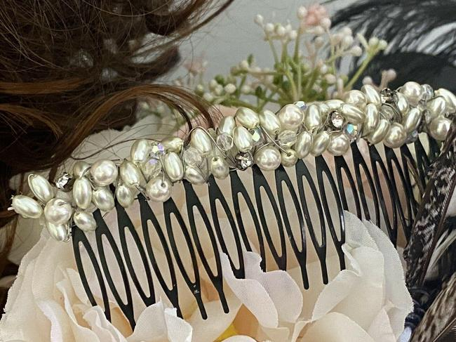 Item - White/ Ivory One Of A Kind Vintage Comb Faux Pearls and Rhinestones Hair Accessory