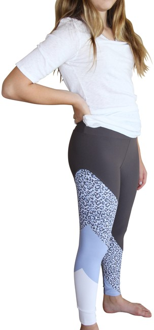 Item - Grey White and Blue Activewear Bottoms Size 8 (M, 29, 30)