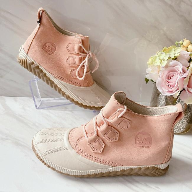 Item - Pink Out N About Plus Boots/Booties Size US 7.5 Regular (M, B)