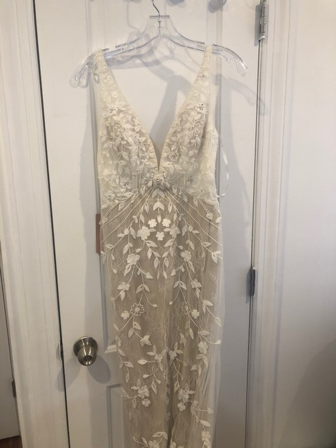 Item - Ivory Chantilly Lace & Tulle Claremont Gown Modern Wedding Dress Size 4 (S)