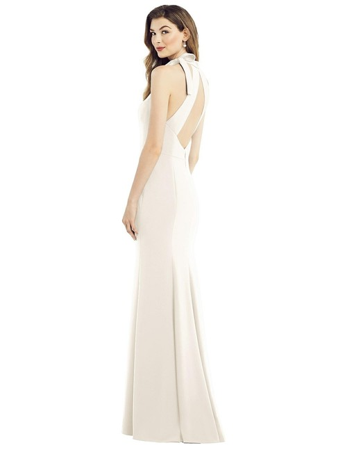 Item - Ivory Crepe 6827 Bow-neck Open-back Trumpet Gown Modern Bridesmaid/Mob Dress Size 6 (S)