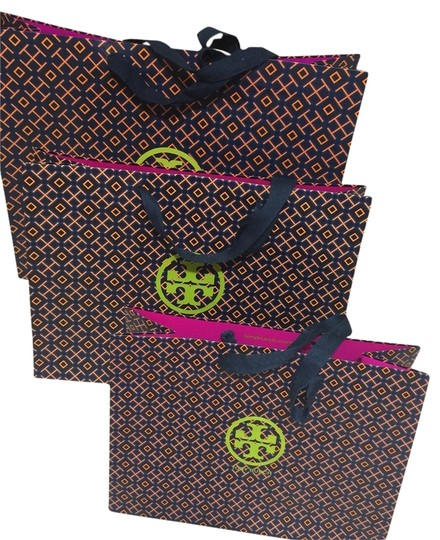Preload https://item1.tradesy.com/images/tory-burch-shopping-bags-2820535-0-0.jpg?width=440&height=440
