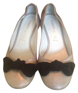 Alberto Zago Pale pink and black bow Mules