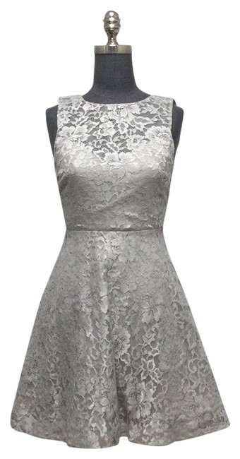 Item - Pearl Grey Metallic Lace Open Back Fit and Flare Short Cocktail Dress Size 0 (XS)