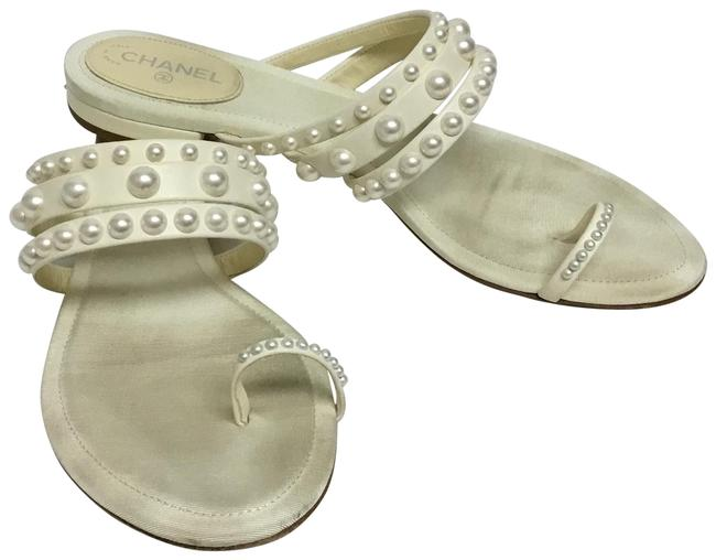 Item - Cream Leather Flat with Faux Pearl Accent Sandals Size EU 37.5 (Approx. US 7.5) Regular (M, B)