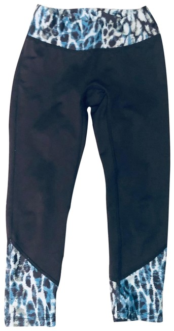 Item - Black Cropped with Blue Leopard Accents Activewear Bottoms Size 0 (XS)