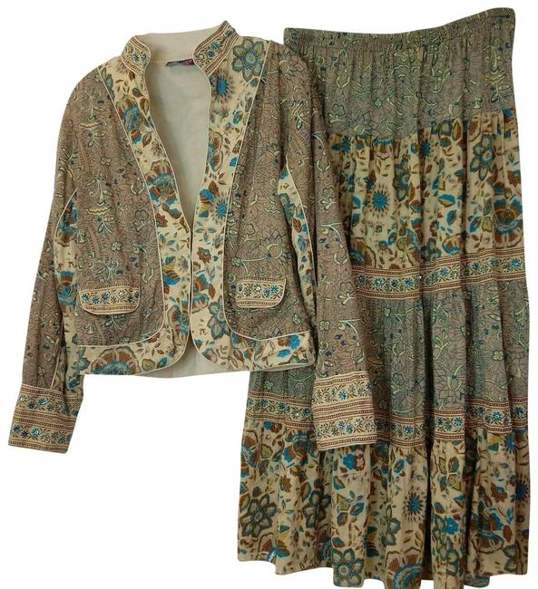 Item - Beige Jacket And Skirt Suit Size 14 (L)