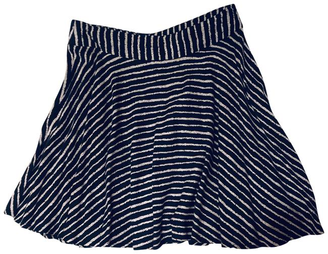 Item - Black and White Striped Skater Skirt Size 4 (S, 27)