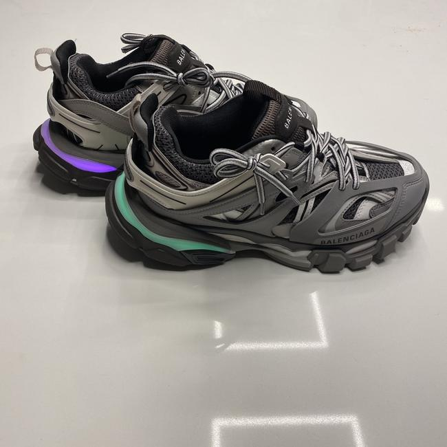 Item - Grey Light Up Track Trainers Sneakers Size EU 39 (Approx. US 9) Regular (M, B)