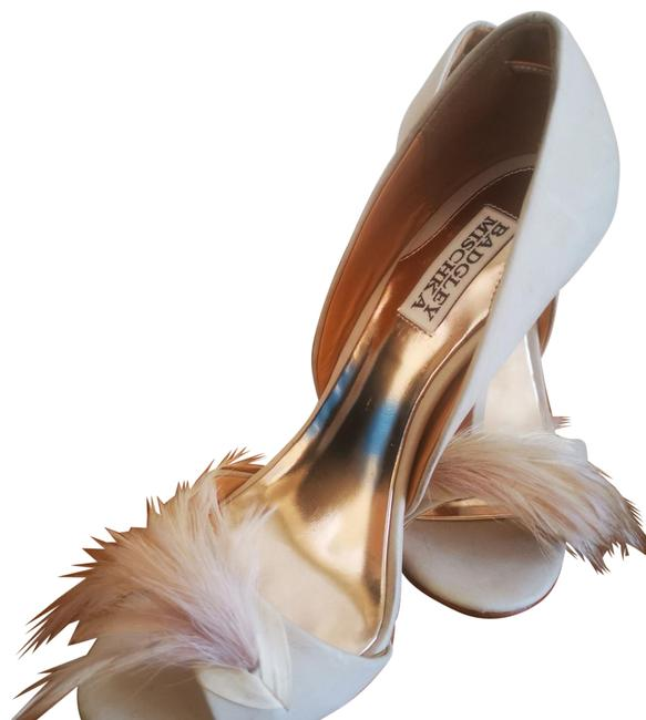 Item - Beige Feathers Formal Shoes Size US 7 Narrow (Aa, N)