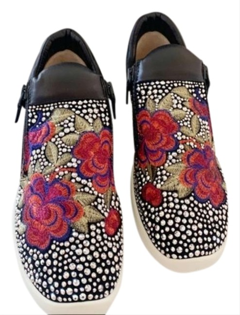 Item - Black Red Embroidered Zip Sneakers Size EU 37 (Approx. US 7) Regular (M, B)