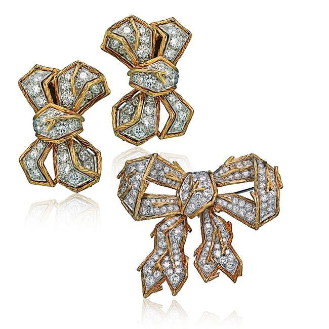 Item - Yellow Gold 18k and Platinum Diamond Brooch and A Pair Of Earrings