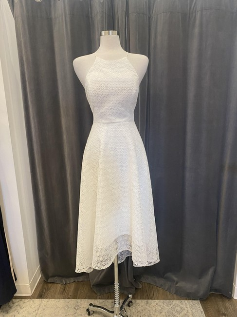 Item - White Daisy Lace Penelope Casual Bridesmaid/Mob Dress Size 8 (M)