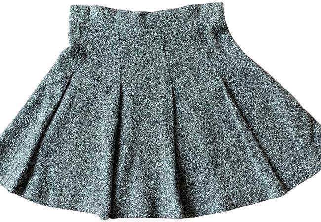 Item - Grey and White Pleated Knit Skirt Size 12 (L, 32, 33)