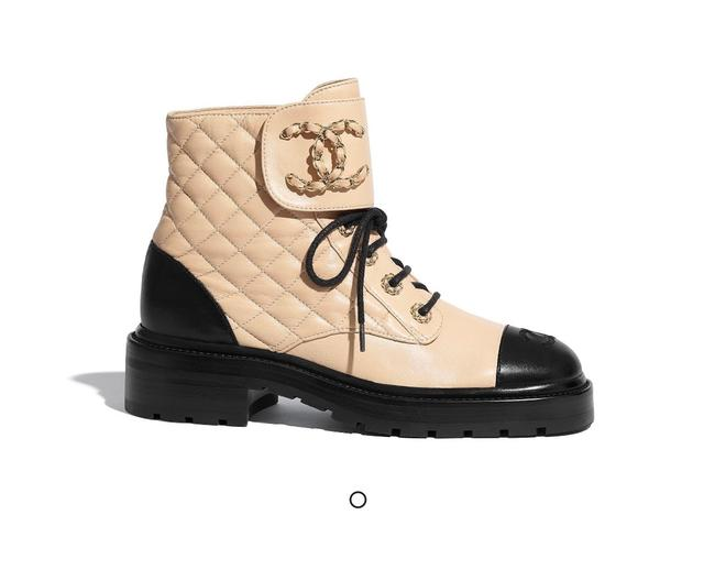 Item - Beige Quilted Lace Up Combat Boots/Booties Size US 7 Regular (M, B)