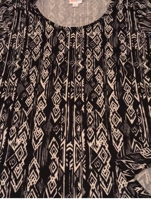 Item - White with Black Aztec Print Perfect T Tunic Size 10 (M)