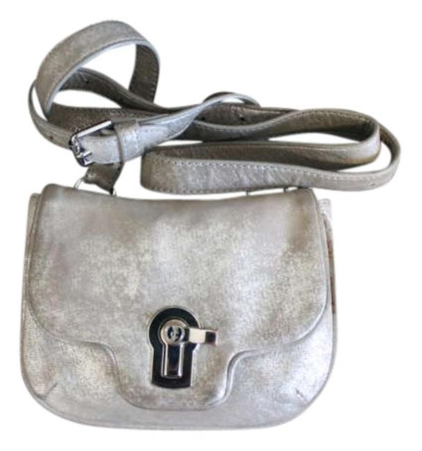 Item - Purse with Dust Cover Metallic Silver Cowhide Leather Cross Body Bag