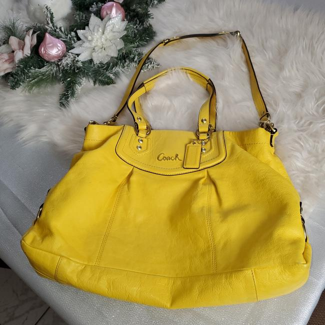 Item - Two Way Yellow Leather Cross Body Bag