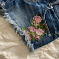 American Eagle Outfitters Blue Pink Floral Embroidered Jean Shorts Size 0 (XS, 25) American Eagle Outfitters Blue Pink Floral Embroidered Jean Shorts Size 0 (XS, 25) Image 2