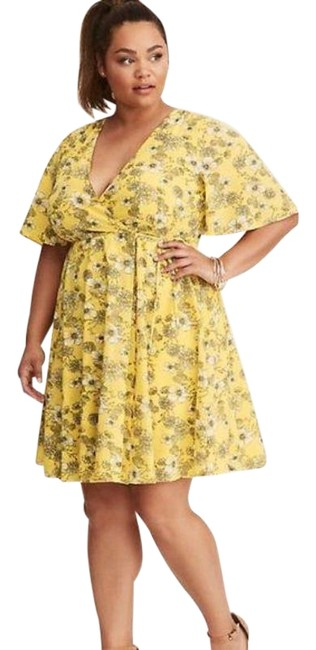 Item - Yellow White Floral Print Georgette Wrap Mid-length Short Casual Dress Size 12 (L)