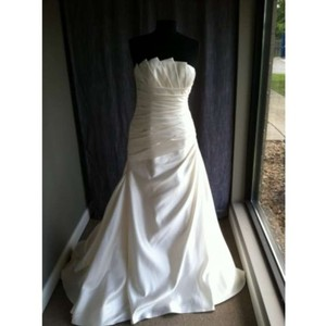 Pronovias Genova Wedding Dress
