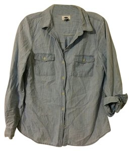 Old Navy Chambray Button Down Casual Button Up Boyfriend Fit Relaxed Fit Top