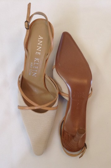Anne Klein Beige/White Tweed Pumps