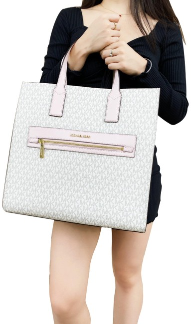 Item - Kenly Large North South Pvc Signature Pink Vanilla Lambskin Leather Tote