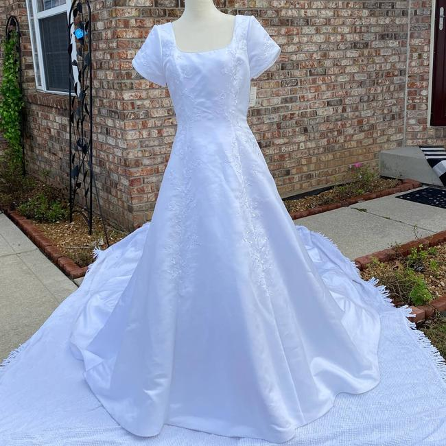 Item - White New Gown Train Bustle 12 Traditional Wedding Dress Size 10 (M)