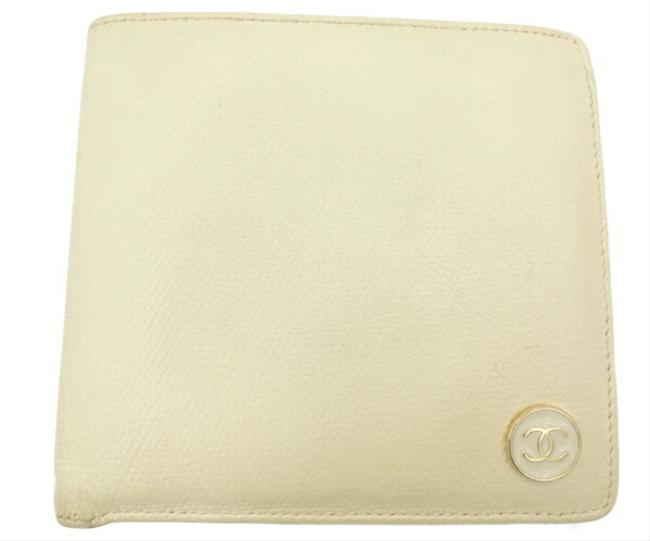 Item - Ivory Coco Button Leather Bi-fold Wallet