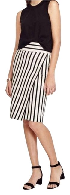 Item - White Wrap Pencil Straight Tweed Textured Black S Skirt Size 4 (S, 27)