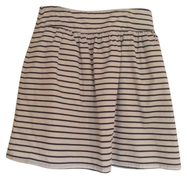 Preload https://item1.tradesy.com/images/the-limited-navy-and-white-stripe-knee-length-skirt-size-6-s-28-283325-0-0.jpg?width=400&height=650