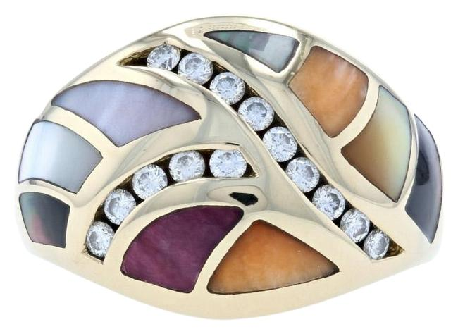 Item - Yellow Mother Of Pearl Spiny Oyster Diamond Ring