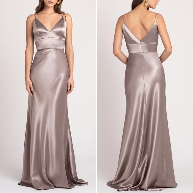 Item - Taupe Satin Brenna V-neck Gown Feminine Bridesmaid/Mob Dress Size 6 (S)