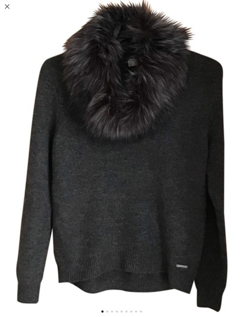 Item - With Removable Neck Collar Gray Sweater