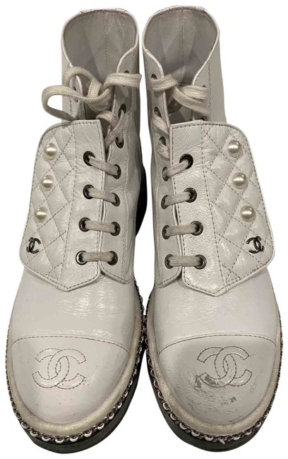 Item - White Chain Pearl Combat Boots/Booties Size EU 38 (Approx. US 8) Regular (M, B)
