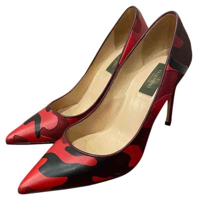 Item - Red and Black Camouflage Look Pumps Size US 8 Regular (M, B)